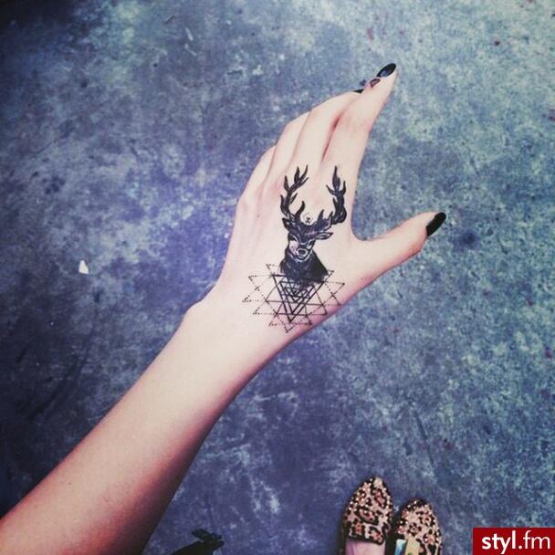 Mały Tatuaż Napisy I Modne Motywy Najlepsze Wzory Z
