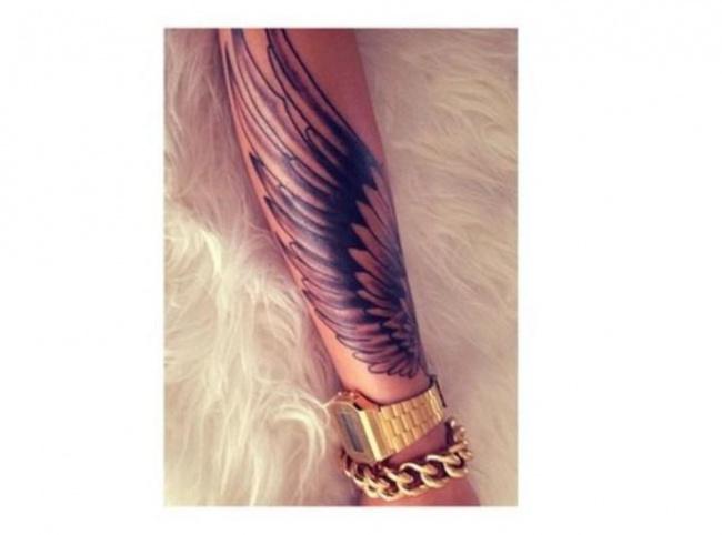 Skrzydła Anioła I Ptaka Najpiękniejsze Wzory Tatuażu Na Plecy Kark