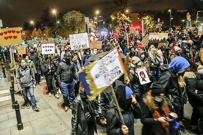 Tak wyglądał Strajk Kobiet w Warszawie, na który przyszło 100.000 osób!