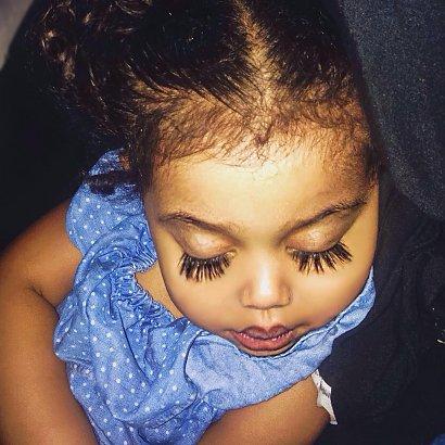 Rzęsami tej dziewczynki zachwyca się cały świat! Amayah Castillo wygląda jak lalka!