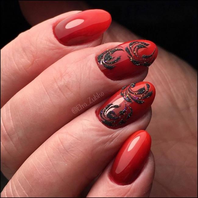 Czerwony Manicure W Mrocznej Wersji Eleganckie Wzory Z Koronką I