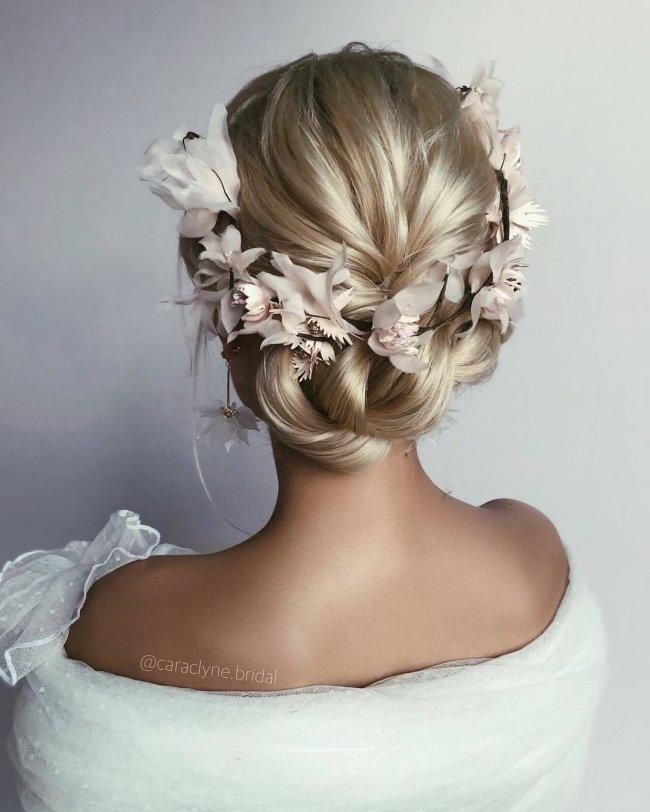 Fryzury ślubne 20182019 Galeria Najpiękniejszych Upięć
