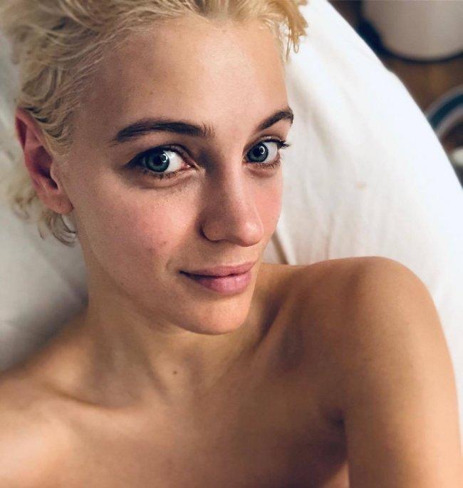 Kiedy Kaczoruk pokazała na Instagramie to zdjęcie w nowym kolorze włosów, fani byli załamani. Na żywo jest trochę lepiej?